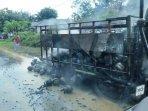 20211026-mobil-truk-pengangkut-tabung-gas-elpiji-3-kg-terbakar.jpg