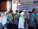 445-calon-jemaah-haji-babel-bertolak-ke-palembang_20170808_202304.jpg