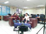 aditya-rizki-pradana-noer-saat-diskusi-bersama-pimpinan-redaksi-bangka-pos-ibnu-taufik-juwariyanto.jpg