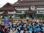 aksi-mahasiswa-ubb-di-halaman-kantor-gubernur-rabu-259-sore.jpg