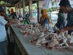aktifitas-pedagang-ayam-di-pasar-muntok-bangka-barat-jumat-2552019.jpg