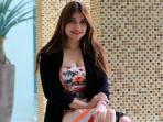 aktris-dan-model-sexy-sarah-azhari-saat-ditemui-di-sela-sela_20160902_225543.jpg