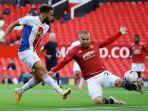 andros-townsend-berduel-luke-shaw-manchester-united-crystal-palace.jpg