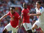 anthony-martial-mengiring-bola-manchester-united.jpg