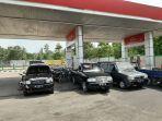 antrian-kendaraan-bermotor-di-pom-bensin-nibung.jpg