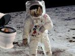 astronot-di-luar-angkasa_20180704_200816.jpg