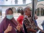 aswati-81-penerima-vaksin-di-masjid-jamik-kota-pangkalpinang.jpg
