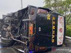 bus-kemenhan-kecelakaan-terbalik.jpg