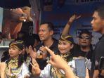 cagub-jakarta-agus-harimurti-yudhoyono-bernyanyi-dan-berjoget_20161129_233237.jpg