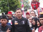 calon-gubernur-dki-jakarta-agus-harimurti-yudhoyono-saat-blusukan_20161205_175656.jpg