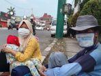 cerita-manusia-gerobak-saat-pandemi-covid-19-rongsokan-tak-laku-berharap-dari-pengguna-jalan.jpg