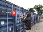 delapan-kontainer-bermuatan-zirkon-saat-diamankan-di-pelabuhan-pangkalbalam-0404.jpg