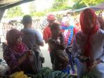 dessy-ayu-trisna-irwansyah-belanja-ke-pasar_20161103_102219.jpg