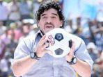 diego-maradona-meninggal-dunia131212.jpg