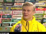 ekspresi-striker-borussia-dortmund-erling-haaland-ketika-diwawancara-seusai-bertanding.jpg