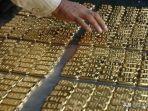 emas-batangan-ditemukan-oleh-tukang-sapu-bandara.jpg