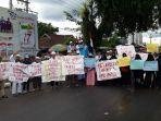 forum-petisi-rakyat-tolak-pemilu-curang-provinsi-kepulauan-bangka-belitung-menggelar-aksi-damai.jpg