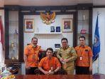 foto-bersama-bupati-bangka-selatan-riza-herdavid-bersama-kepala-kantor-pos-indonesia.jpg