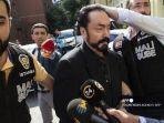 foto-file-ini-diambil-pada-11-juli-2018-saat-petugas-polisi-turki-okee.jpg