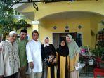 foto-ketua-dprd-kota-pangkalpinang-ahmad-subari-bersama-kerabat-saat-open-house_20180615_155549.jpg