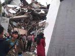 gempa-majene-terkini-34-korban-tewas-28-kali-goncangan-kantor-gubernur-hingga-rumah-sakit-ambruk1.jpg
