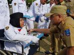 gubernur-bangka-belitung-erzaldi-rosman-djohan-memberikan-penghargaan-kepada-penyandang-disabilitas_20180903_115937.jpg