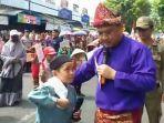 gubernur-erzaldi-rosman-menemui-reinza-peserta-karnaval.jpg