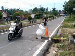 jalan-amblas-dan-berlubang-di-jalan-jalur-dua-baturusa-kabupaten-bangka.jpg