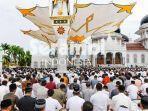 jamaah-shalat-idul-adha-1439-hijriah-di-masjid-raya-baiturrahman-banda-aceh-rabu-2282018.jpg