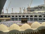 jemaah-haji-berkumpul-di-mekkah-setelah-melaksanakan-armina_20180828_170413.jpg