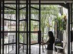 jendela-aa-residence-di-cimanggis-raya-karya-bitte-design-studio.jpg
