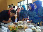 juri-saat-mencicipi-masakan-dari-peserta-lomba-masak-serba-ikan_20180418_120855.jpg