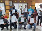 jurnalis-atau-wartawan-di-kabupaten-bangka-selatan-usai-menerima-vaksinasi-coronavac.jpg