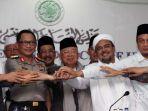kapolri-jenderal-pol-tito-karnavian-kedua-kiri-bersama-ketua-majelis-ulama-indonesia_20161128_204734.jpg