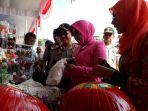 kapolri-kunjungi-stand-pasar-murah-dan-umkm-babel_20170804_102531.jpg