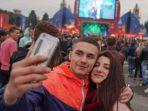 kegembiraan-fans-merayakan-pembukaan-fifa-fan-fest-di-moskwa-rusia_20180614_174416.jpg