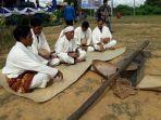 kegiatan-tradisi-murok-jerami-dan-festival-selawang-segantang-di-desa-namang_20180423_130354.jpg