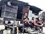 keluarga-ini-harus-rela-makan-nasi-dengan-minyak-ikan-goreng-selama-ramadan.jpg