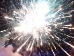 kembang-api-di-kawasan-pantai-nyiur-melambai_20170101_011849.jpg