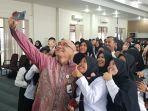 kepala-bkn-ri-bima-haria-selfie-bersama-para-cpns-pemkot-pangkalpinang.jpg