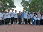 ketua-panitia-kkn-darwance-bersama-mahasiswa-kkn-ubb-desa-lubuk-besar.jpg