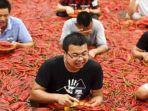 kompetisi-makan-cabai-di-ningxiang-di-provinsi-hunan_20180710_232724.jpg