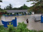 kondisi-banjir-di-sdn-6-deniang-kecamatan-riausilip.jpg