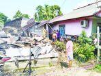 kondisi-rumah-robiah-yang-terbakar-di-jalan-raya-tanjung-niur-padang-bawah-desa-benteng.jpg