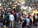 kronologi-3-polisi-terbakar-saat-demo-mahasiswa-di-cianjur-satu-korban-luka-parah.jpg