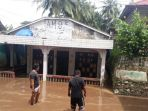 lumpur-sisa-banjir_20180501_014127.jpg