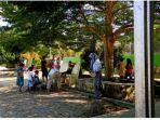 mahasiswa-kkn-ubb-desa-tanjung-gunung-bergotong-royong-bersama-warga-setempat.jpg