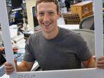mark-zuckerberg-di-kantornya_20170106_223915.jpg