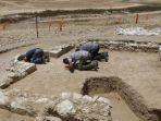 masjid-ini-capai-1200-tahun-dan-ditemukan-di-tengah-gurun-israel.jpg