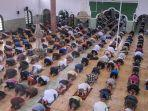 masjid-jamik-kota-pangkalpinang-mulai-menerapkan-protokol-kesehatan-covid-19-jumat-562020.jpg
